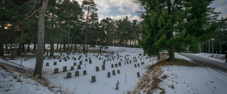 De Skogskyrkogården in Stockholm. Een begraafplaats temidden van een weids natuurpark.