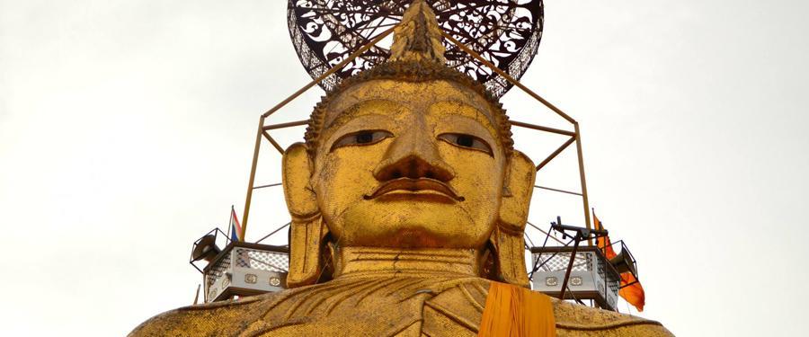 Boeddha wordt overal in Bangkok geëerd aan de hand van beelden en tempels.