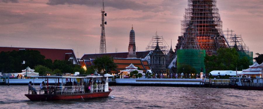 De watertaxi's van Bangkok brengen je van de ene helft van Bangkok naar de andere.