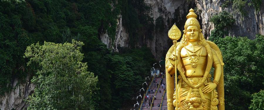 De Batu caves of Batu grotten. Een gigantisch monument van de hindoes in het land dat voor 90% uit moslims bestaat.