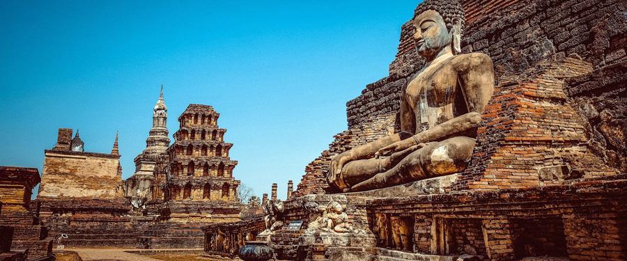 In Thailand zie je heel veel boeddhistische gedenkplaatsen en tempels.