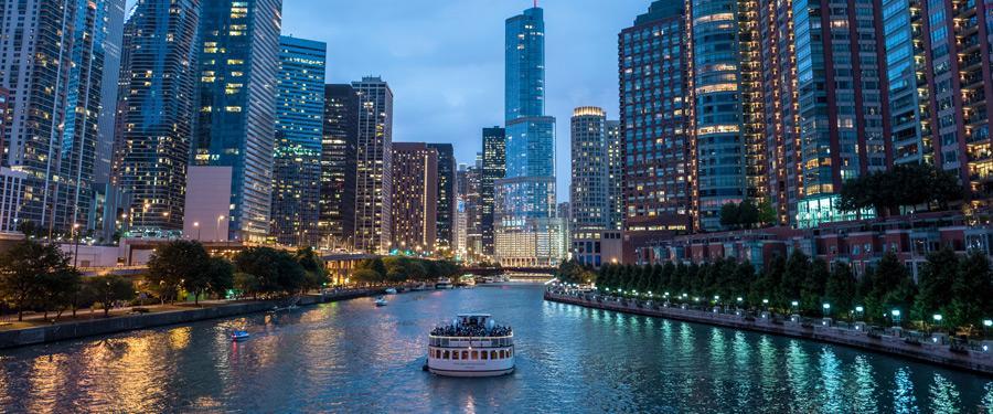 Aanschouw de fenomenale architectuur van Chicago vanaf het water met een van de vele boot tours.