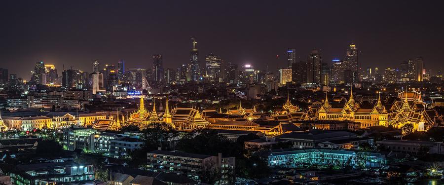 Het koninklijk paleis van Bangkok is een gigantische publiekstrekker temidden van de moderne hoofdstad.