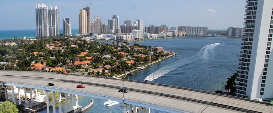 Miami beach bruist van het leven! Zowel op het vasteland als op het water.