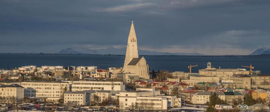 Je krijgt niet alleen van de Hallgrimskirkja een mooi uitzicht over Reykjavik! Vanuit het Perlan gebouw zie je nog meer!