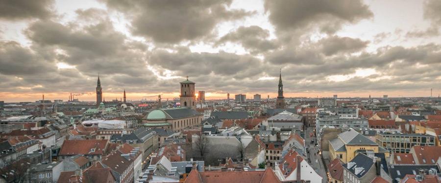 De skyline van Kopenhagen, gezien vanop de 'Rundetaarn' (ronde toren).