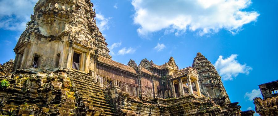 De tempels op het Angkor Wat complex zijn adembenemend mooi.