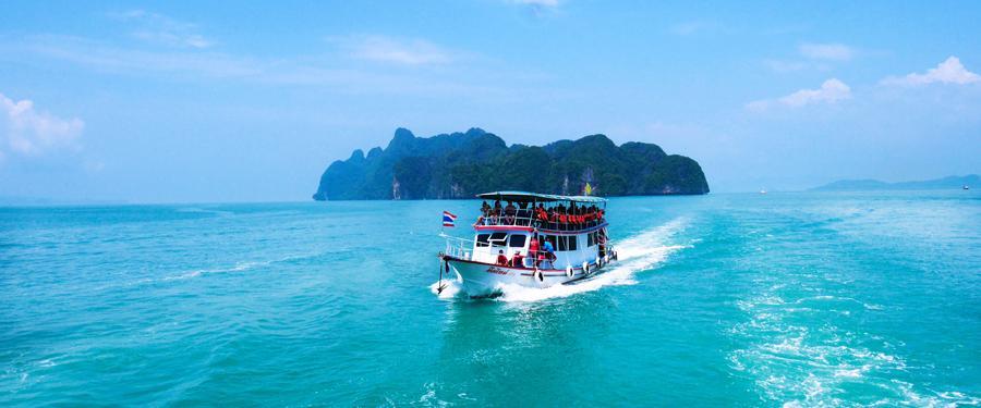 De vele prachtige eilanden zijn alleen te verkennen met bootjes.