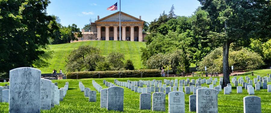 Arlington Cemetery moet een van de droevigste plekjes zijn van de VS. Meer dan 300,000 soldaten liggen hier begraven.