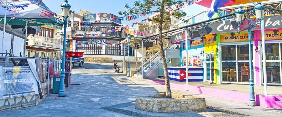 De clubs en bars van Ayia Napa. Soms wordt deze stad ook het Ibiza van Cyprus genoemd!