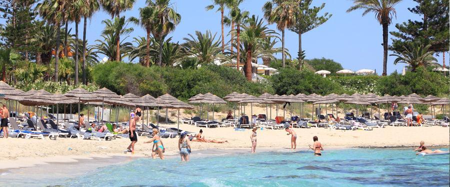 Eén van de populairste stranden van Cyprus ligt in Ayia Napa: Nissi Beach!