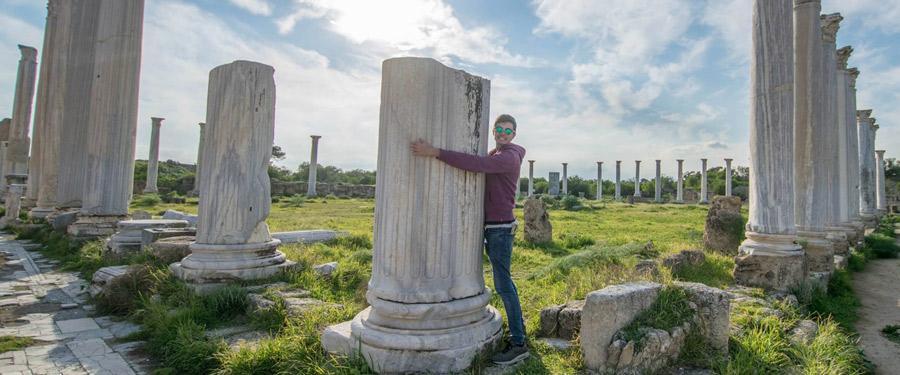 Voel je als een Griekse God(in) tussen de marmeren overblijfselen van Salamis, aan de Turkse zijde van Cyprus.