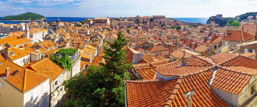 Het uitzicht van op de vele trappen in Dubrovnik.