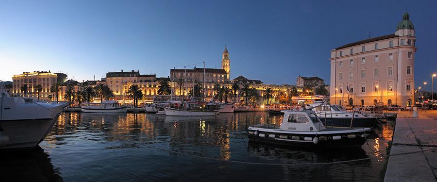 De kleine, gezellige haven van Split.