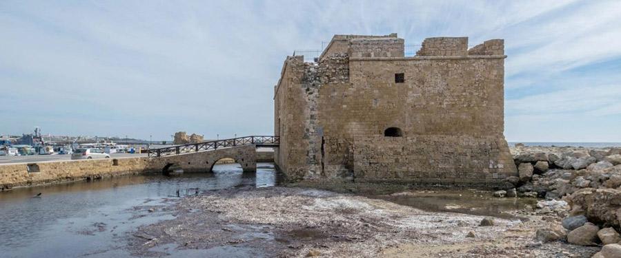 Het kasteel van Paphos hield lang geleden plunderaars en dieven tegen die Paphos wouden bestelen.