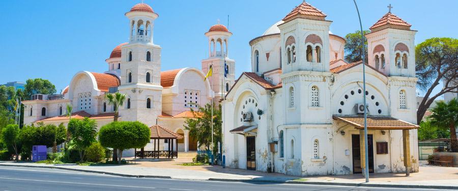 De Grieks Orthodoxe kerkjes sieren de binnenstad van Larnaca.