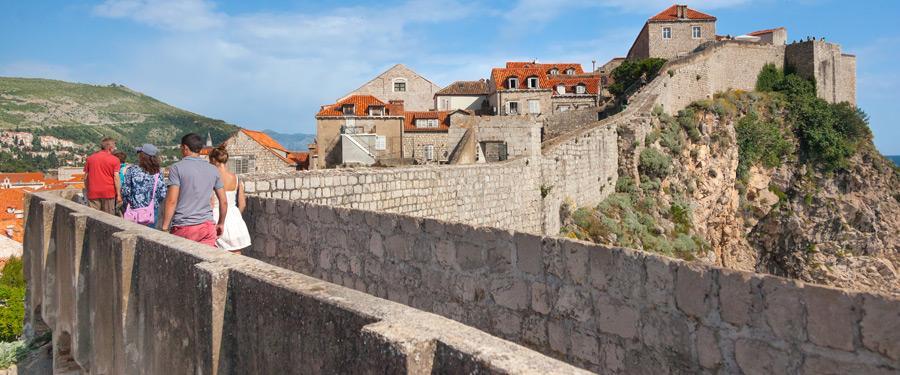 De leukste bezigheid in Dubrovnik: over de oude omwalling lopen.