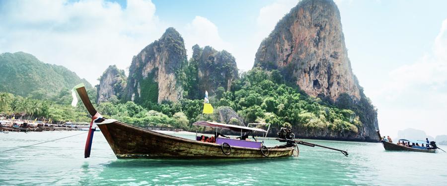 De vaak voorkomende 'longboats' in de Krabi regio.