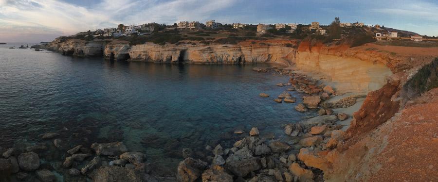 De mooie zeegrotten van Paphos werden uitgehold door de turquoise oceaan die het eiland omringd.