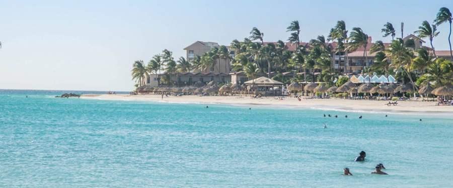 Een van de vele stranden langs de high rise in Aruba.