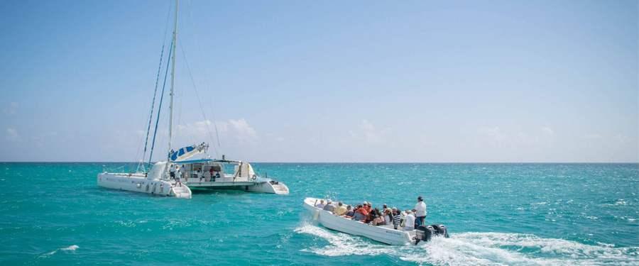 Met de boot op weg naar Saona eiland. Eén van de vele paradijselijke eilanden rondom de Dominicaanse Republiek.