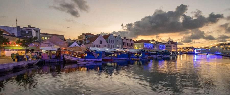 De Floating market in Willemstad, Curacao.