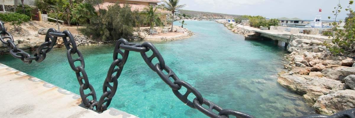 De ingang die naar het Seaquarium van Curacao leidt... Spannend!