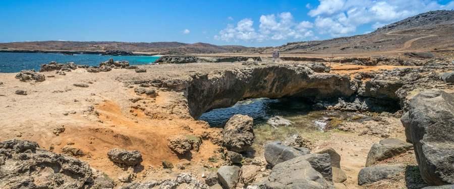 De Natural bridge van Aruba (de 'natuurlijke brug'). Vroeger was er nog een veel grotere, maar die is helaas ingestort...