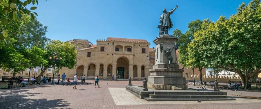 Parque de Colon, in de zona colonial van Santo Domingo. Dominicanen zijn duidelijk dol op Columbus!