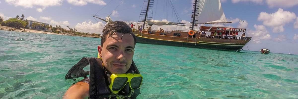 Arrrr! Selfie met een piratenboot. Gelukkig geen echte!