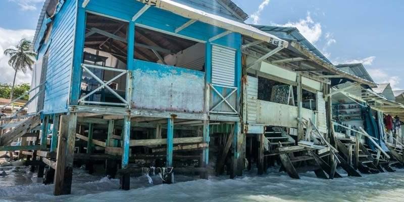 Mooie huizen langs de zee van Punta Cana.