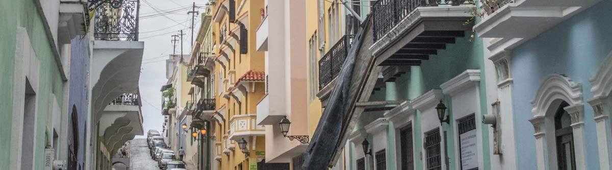 De gezellige straatjes in het oude stadsdeel van San Juan, Puerto Rico.