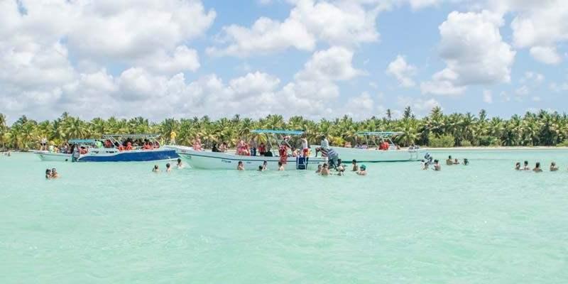 Het natuurlijke zwembad of de natural pool nabij Saona Island.