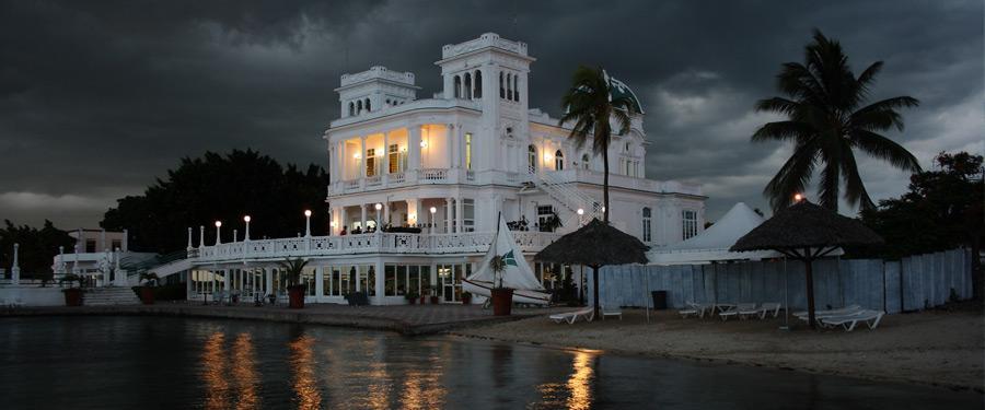 In Cienfuegos zie je heel wat verschillende vormen van architectuur.