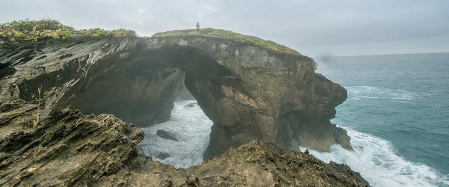 De 'Cueva del Indio' of de Indian Caves. Een prachtig stuk, woeste, natuur in het ongerepte Puerto Rico!