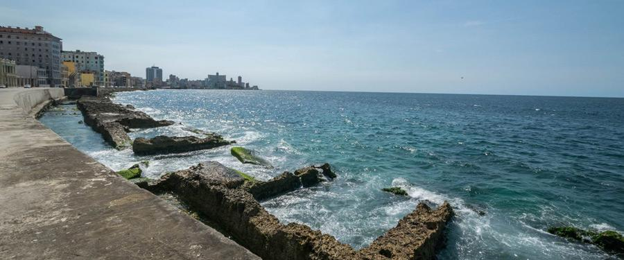 Naast Havana vind je de kilometerslange malécon terug.