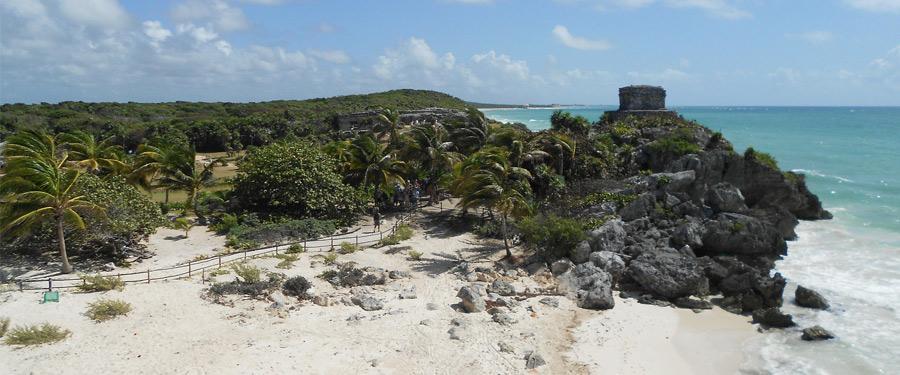De Yucatan regio barst van oude tempels! Tulum ligt op ongeveer drie uur rijden van Cancun.