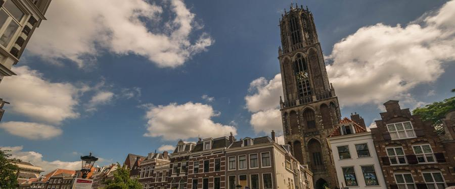De domtoren van Utrecht. Een groots gebouw van 112m hoog!