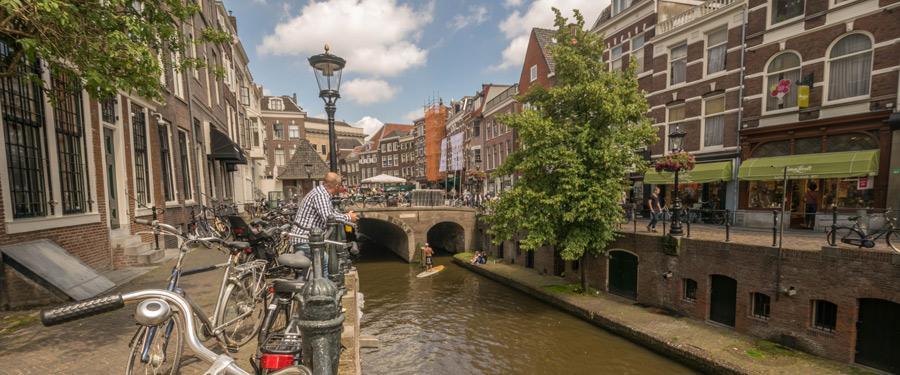 Net zoals in Amsterdam zie je overal (weliswaar kleinere) grachtjes in Utrecht.