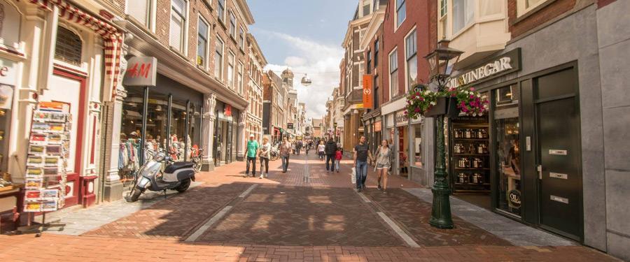 De winkelstraat van Leiden is erg leuk om door te lopen. Iets minder aangenaam voor je portemonnee...