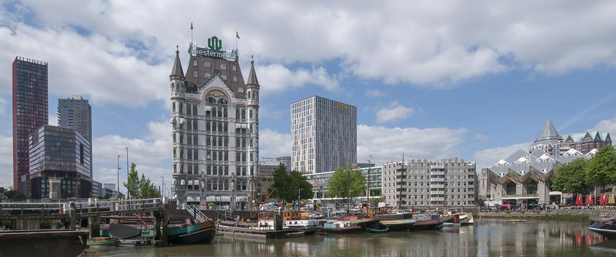 De oude haven van Rotterdam, nu gebruikt om 'oldtimer' boten te herstellen.