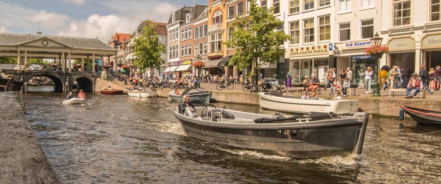 Zomer in Leiden is hemels! Gezellig genieten in een leuk restaurantje langs de grachtjes... Wat is het leven toch mooi!