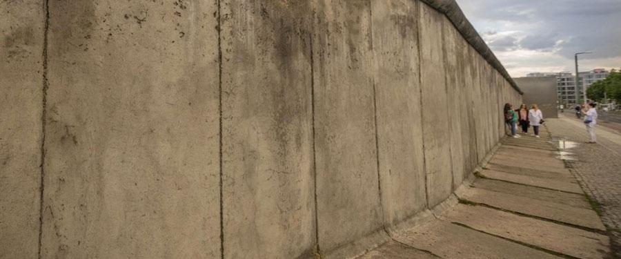 Doorheen Berlijn zie je heel wat overblijfselen (of reconstructies) van de Berlijnse muur.