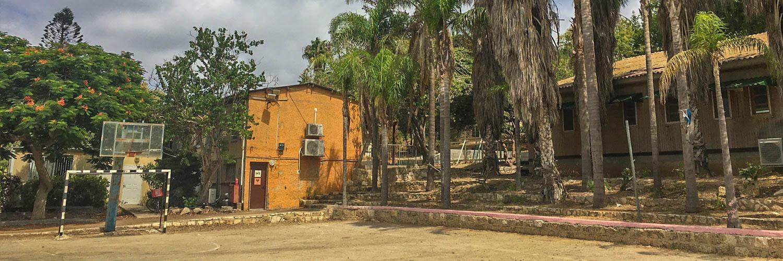 De Kibbutzin hebben hun eigen basketbalveld. Iets verderop was er zelfs een volledig sport complex!