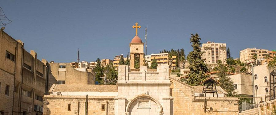De Grieks orthodoxe kerk van de Aankondiging (Greek orthodox church of the annunciation), waar vermoedelijk Gabriël tegen Maria vertelde dat ze zwanger was.