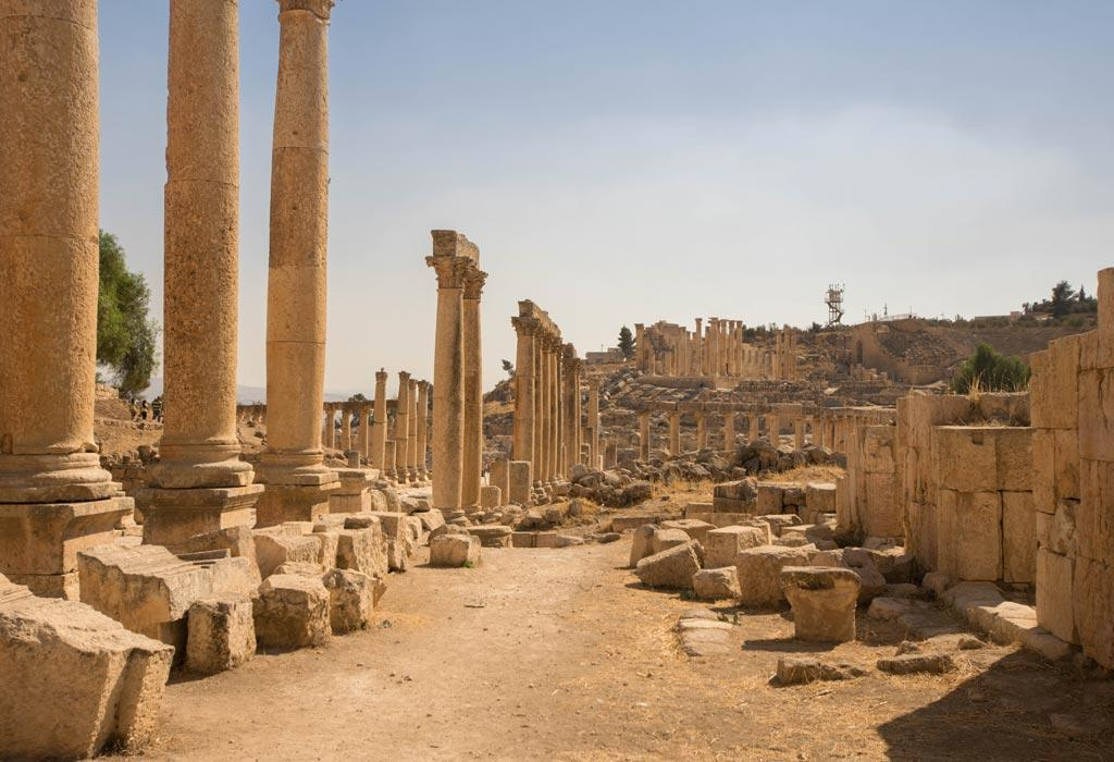 Een kilometerslange kolom van zuilen in de oud Romeinse stad van Jerrash.