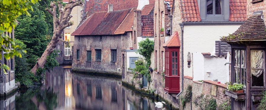 Brugge is de lievelingsplek van de meeste toeristen. Met de mooie kanalen en geschiedenis is het dan ook de moeite waard!