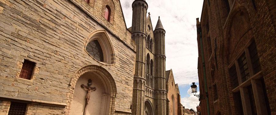 Met 35 kerken in Brugge is er heel wat te bezoeken voor alle heilige boontjes onder ons...