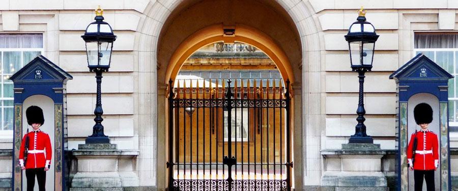 De wachters aan het Buckingham Palace. De residentie van de Queen!