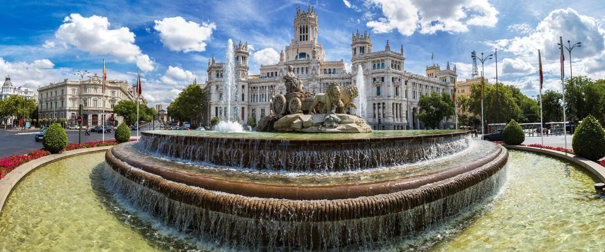 De Cibeles fontein in Madrid.